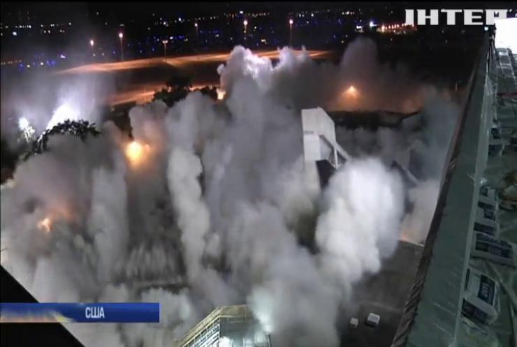 У Флориді видовищним вибухом знищили паркінг аеропорту