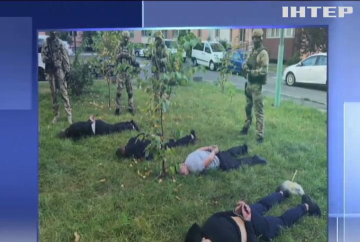Масштабна спецоперація: одночасно затримано учасників банди у трьох регіонах України
