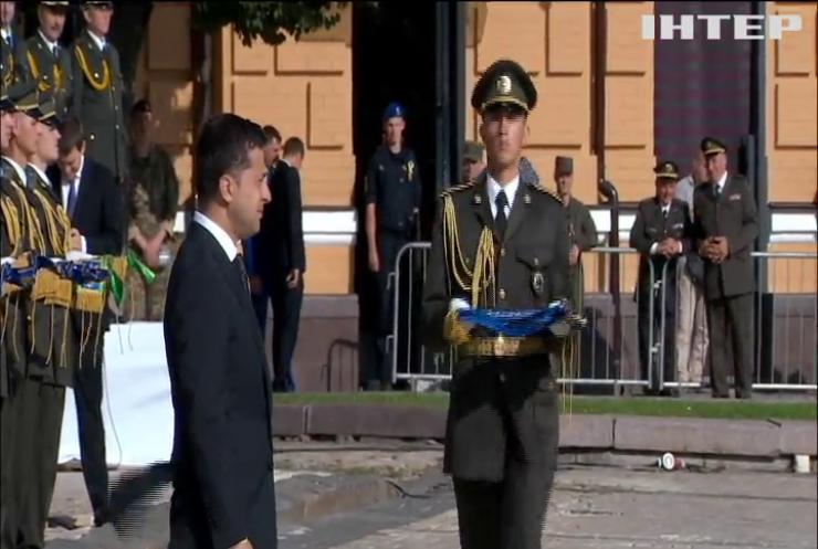 Володимир Зеленський взяв участь у традиційній церемонії підняття державного прапора