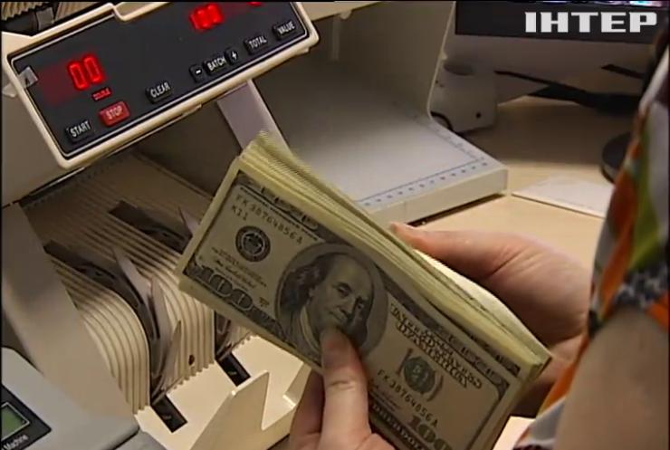 Курс долара впав нижче психологічної позначки