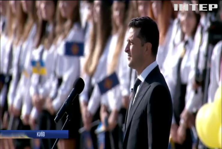 Володимир Зеленський взяв участь у церемонії підняття державного прапору України