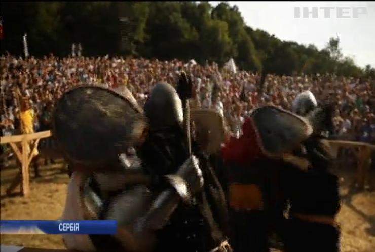 """""""Честь, меч та смажене м'ясо"""": лицарі з'їхалися на фестиваль до Сербії"""