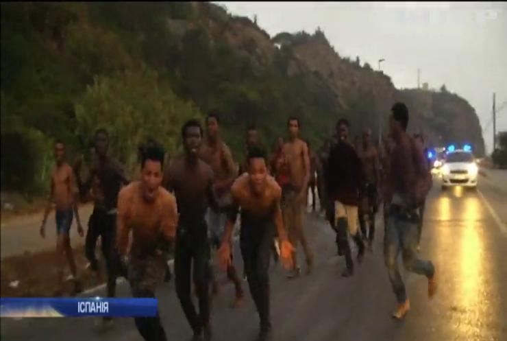 Натовп мігрантів прорвав іспано-марокканський кордон