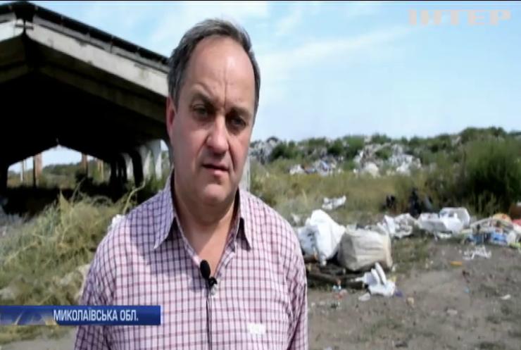 На сміттєзвалищі у Вознесенську не вдається загасити пожежу