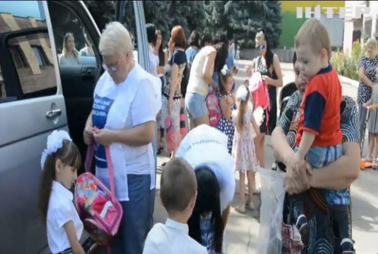 """""""Жінки за мир"""" передали дітям прифронтових районів Донеччини та Луганщини гуманітарну допомогу"""