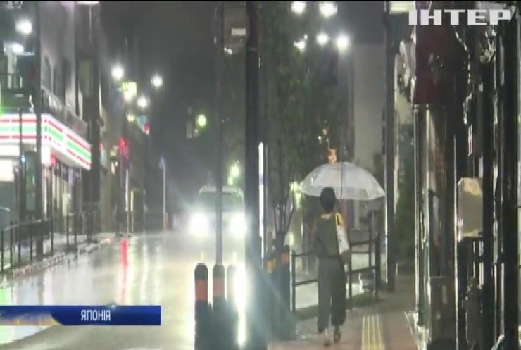 На північний схід Японії налетів потужний тайфун