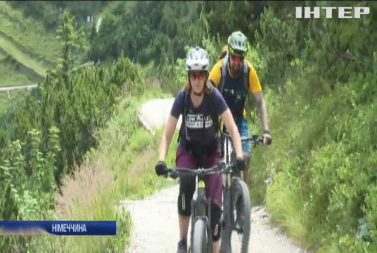 У Баварських Альпах туристи підкорюють вершини на електробайках