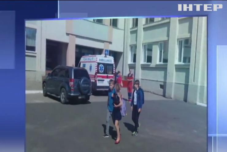 Десятки дітей потрапили у лікарню: у Черкасах масово отруїлися школярі