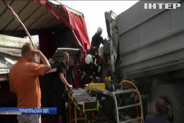 На Тернопільщині сталася масштабна ДТП за участю вантажівок