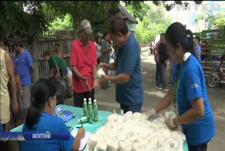 На Філіппінах міняють сміття на їжу