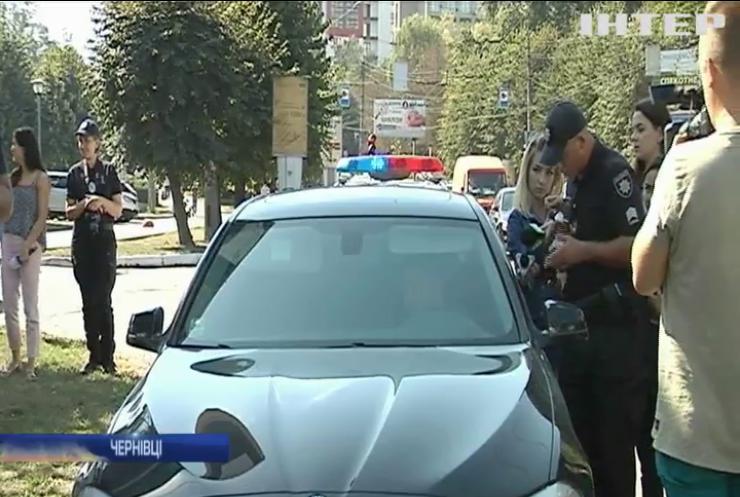 """Поступися дорогою: у Чернівцях перевірили реакцію водіїв на """"швидкі"""" й пожежників"""