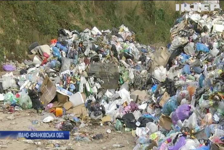 У Івано-Франківську керівник смітника найняв ромів та привласнив відходи