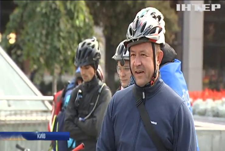 Велосипедом на роботу: цінувальники найекологічнішого транспорту піднесено проїхали містом