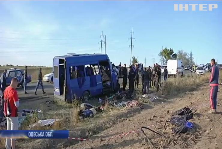 Під Одесою маршрутка зіштовхнулася з бензовозом: є загиблі та поранені