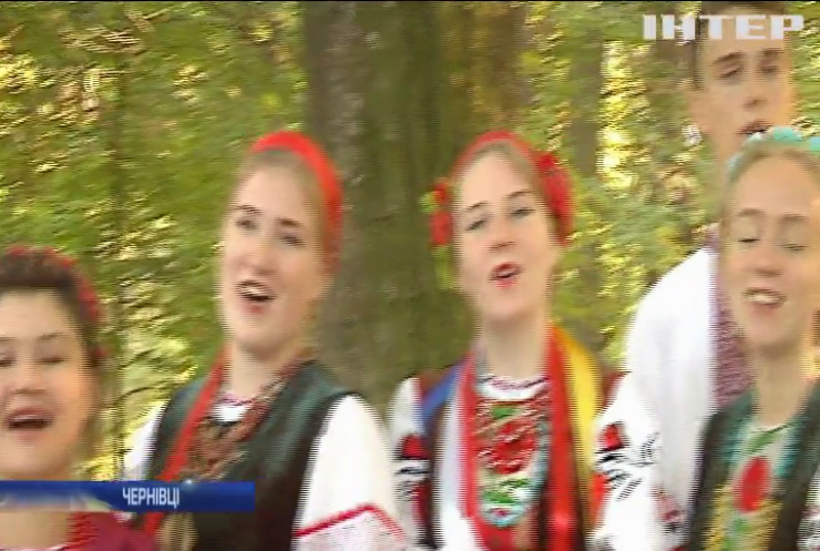 """У Чернівцях відзначили 30 річницю фестивалю сучасної пісні і поп-музики """"Червона рута"""""""