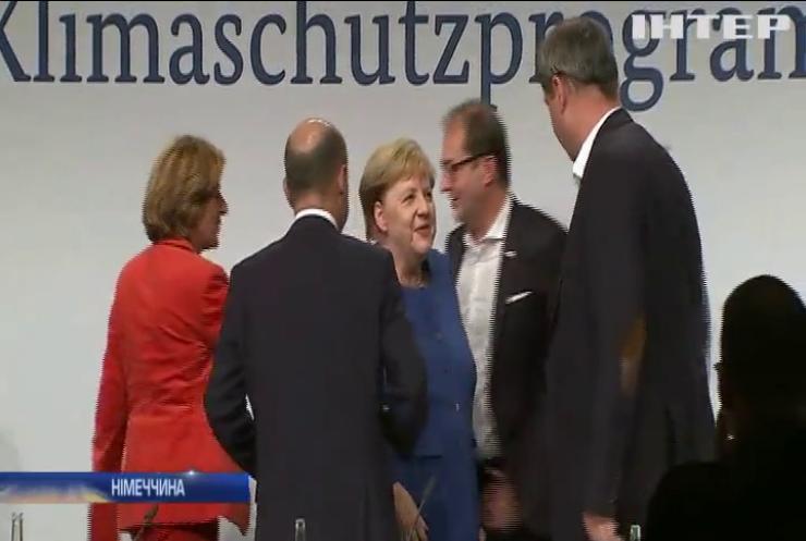 Ангелу Меркель звинуватили у марнотратстві