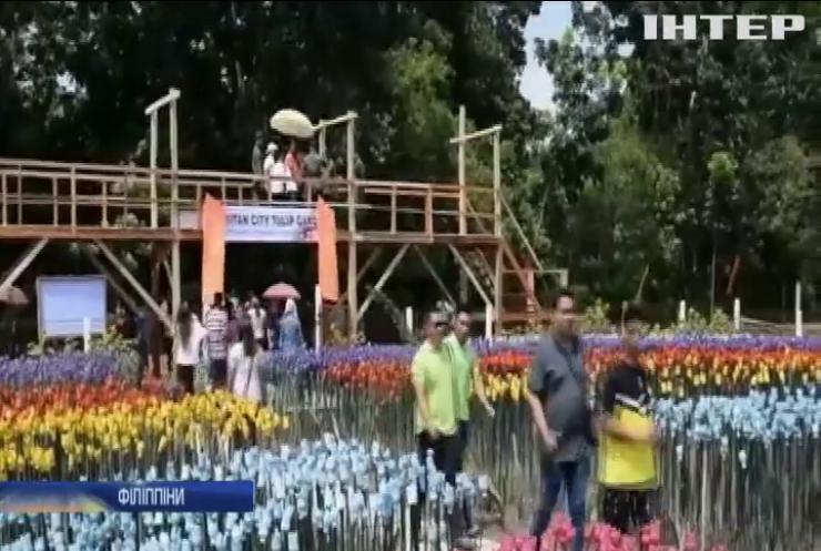 У філіппінському місті Ламітан відкрили сад із пластикових тюльпанів