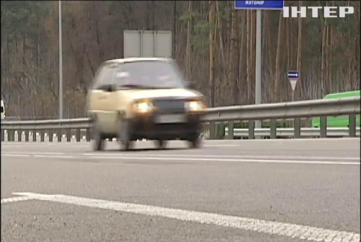 Їздити зі світлом: водіям нагадали про правила дорожнього руху