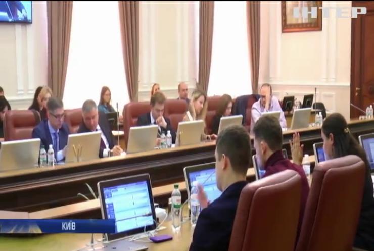 """Кабмін заборонив штрафувати власників """"євроблях"""""""
