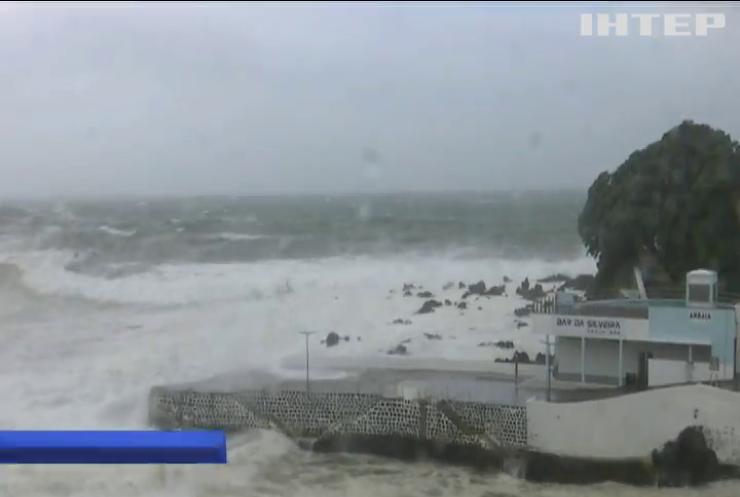 """Британія та Ірландія готуються до удару урагану """"Лоренцо"""""""