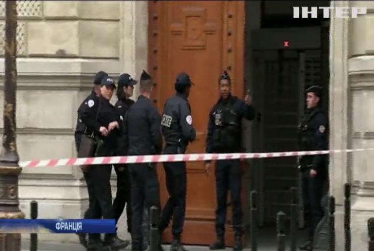 У Парижі працівник штаб-квартири поліції вбив ножем своїх колег