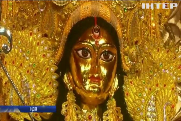В Індії встановили скульптуру зі срібла та золота