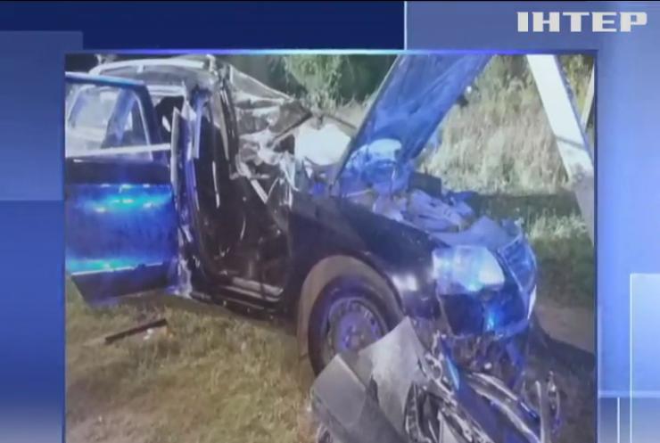 На Дніпропетровщині автомобіль не розминувся зі стовпом