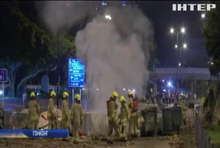 В Гонконгу заборонили носити маски під час масових зібрань