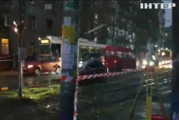Під гуртожитком провалився асфальт: у Дніпрі евакуювали сотні студентів