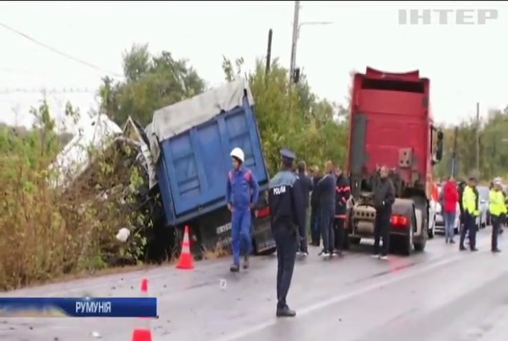 У Румунії ваговоз розчавив пасажирський автобус: є жертви