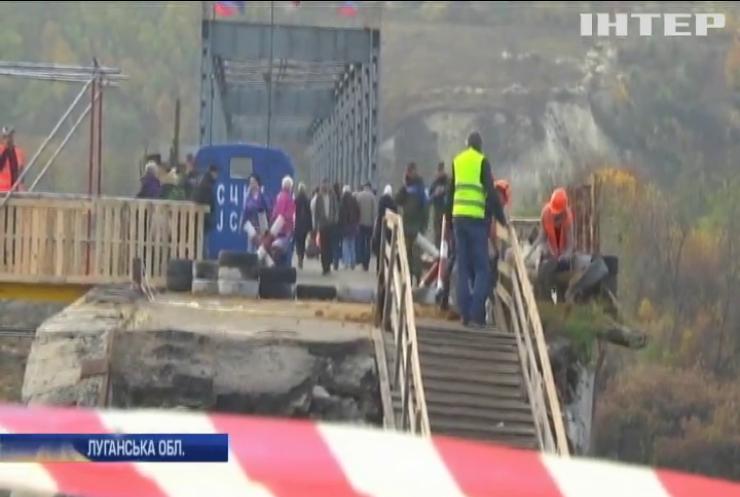 Розведення військ: у Станиці Луганській вдалося відновити пішохідний міст