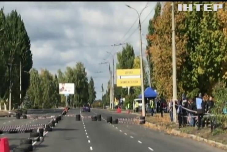 """Жахлива аварія у Черкасах: автомобіль гонщика """"влетів"""" у натовп глядачів"""