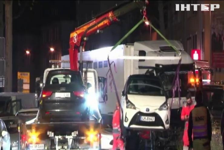 У Німеччині вантажівка протаранила автомобілі на світлофорі