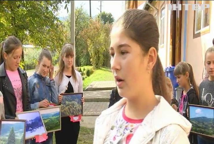Протест на Прикарпатті: чиновників закликали ремонтувати школу та дорогу до неї