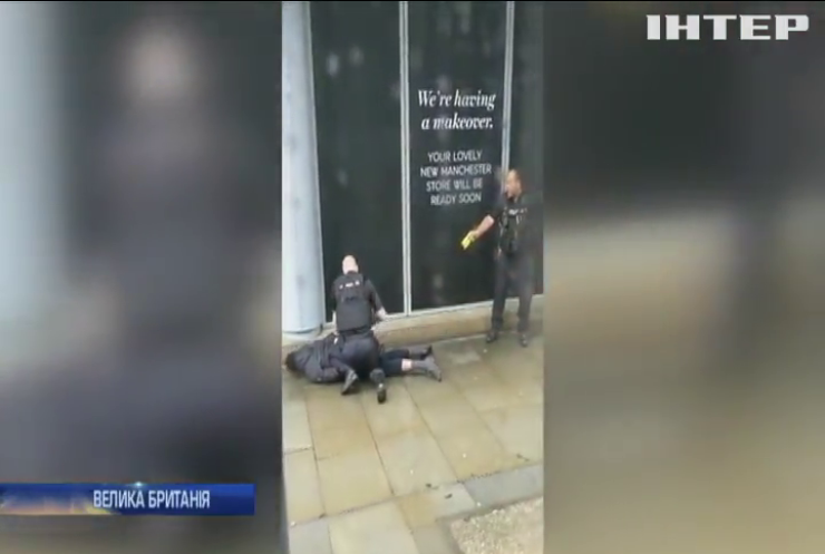В Манчестере чоловік з ножем напав на відвідувачів торговельного центру