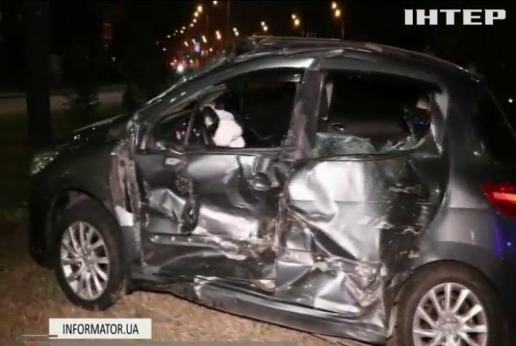 """Аварія у Києві: """"швидка"""" протаранила автомобіль з дітьми"""