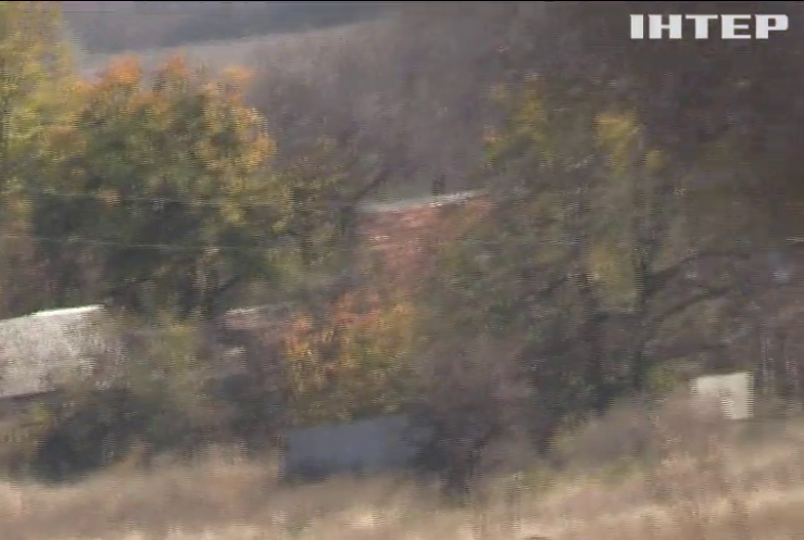 На Донбасі продовжуються обстріли із заборонених калібрів