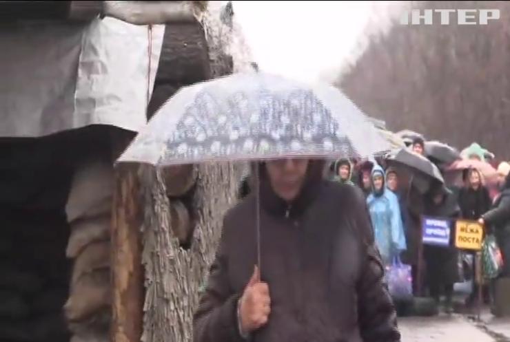Кабмін відтермінував нові правила перетину лінії розмежування на Донбасі