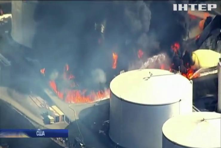 У США з'ясовують причину масштабної пожежі на нафтосховищі