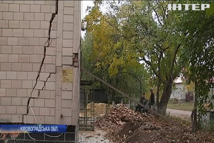 На Кіровоградщині двоповерховий будинок в аварійному стані: як влада вирішує питання