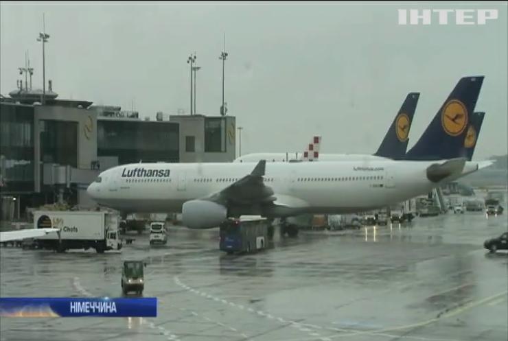 Через страйк бортпровідників у Німеччині скасували сотні авіарейсів
