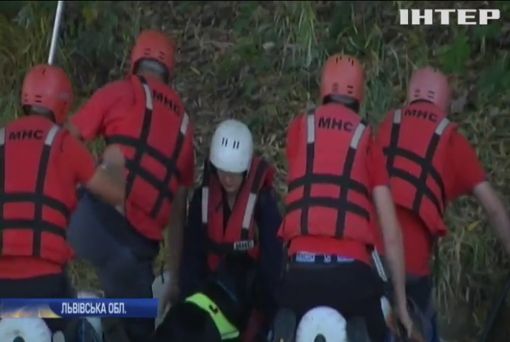 З собаками та водолазами: на Львівщині провели масштабні навчання рятувальників