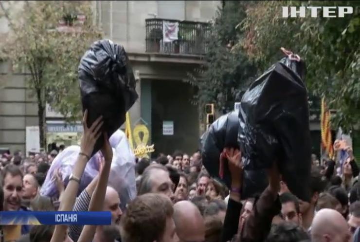 У Барселоні протестують прихильники єдності з Іспанією
