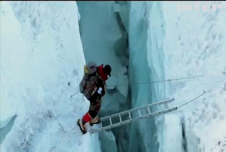 Світовий рекорд: непалець за півроку підкорив 14 вершин заввишки 8 тисяч метрів