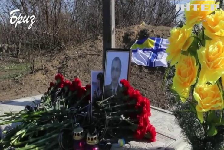 Мати загиблого морського піхотинця змогла відвідати могилу сина