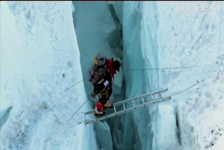 Непалець за півроку підкорив 14 вершин заввишки 8 тисяч метрів