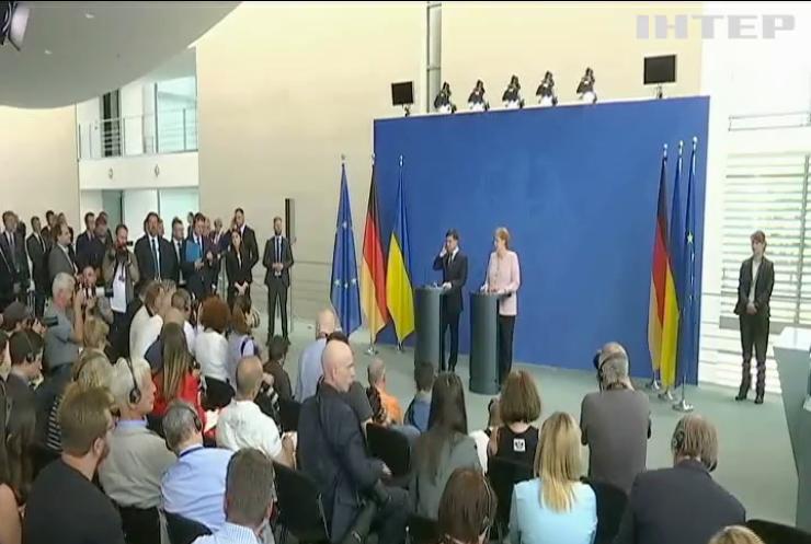 Зеленський та Меркель обговорили безпекову ситуацію в Україні