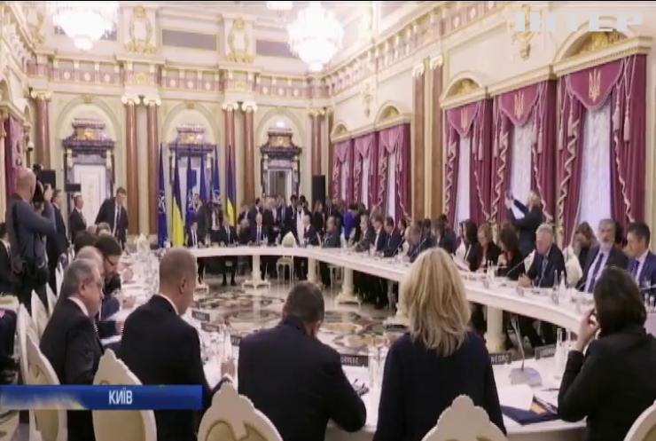 Президент України зустрівся з Генсеком НАТО
