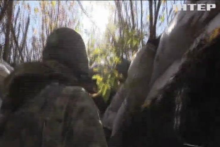На Донбасі не вщухають ворожі обстріли