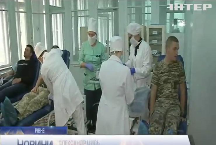 """Військовослужбовці Рівного долучилися до всеукраїнського флешмобу """"Брати по крові"""""""
